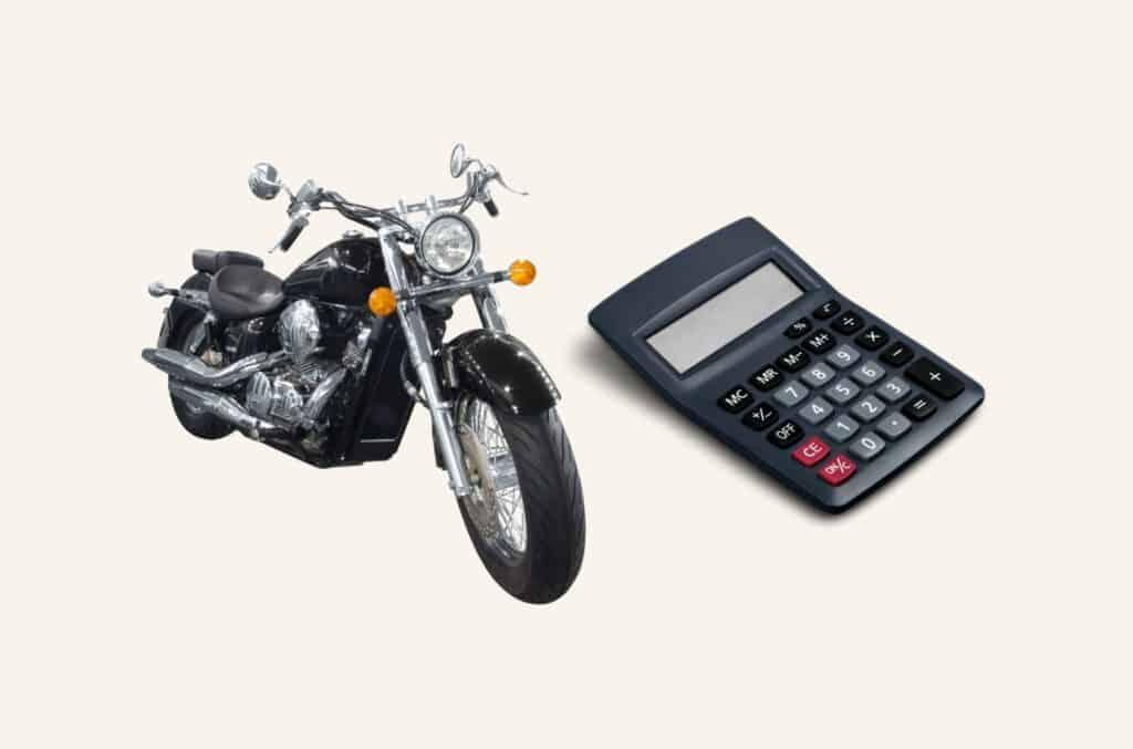 MC / motorsykkel og kalkulator som viser forsikringskalkulator til motorsykkel