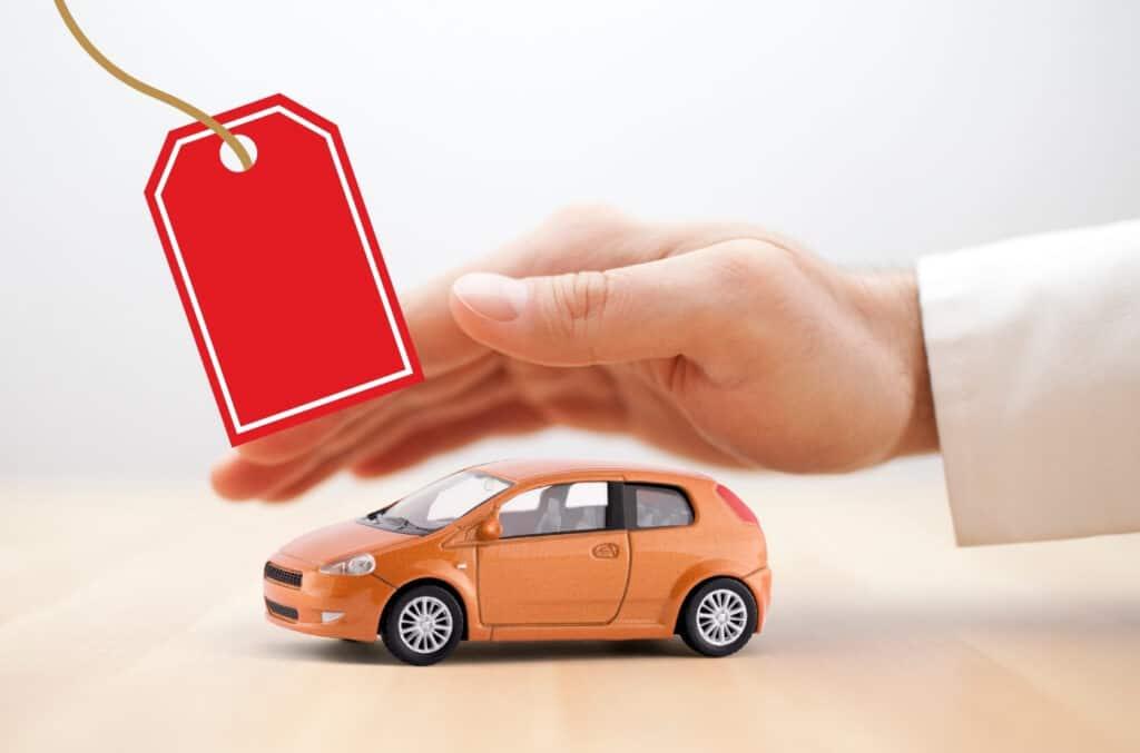 bilforsikring pris som en illustrasjon for hvor mye forsikring av bil koster